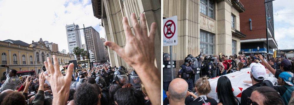 Um vídeo gravado pelo Sindicato dos Muncipários (Simpa) mostra agressões da Guarda Municipal de Porto Alegre na dispersão de servidores que bloqueavam as portas do prédio da Secretaria Municipal de Administração; segundo o sindicato, dois manifestantes foram encaminhados ao HPS: um por ferimento de cassetete e outro por arma de choque; os servidores protestavam contra mudanças no pagamento de gratificações e contra as privatizações dos serviços de água e esgoto da capital gaúcha