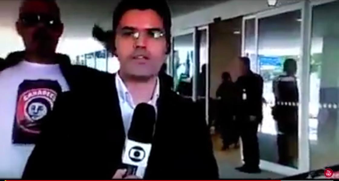 Um homem gritou duas vezes 'Globo lixo' neste sábado em transmissão ao vivo do Jornal Hoje na frente do hospital Sírio Libanês, em São Paulo, onde Michel Temer fez um cateterismo; o repórter, que pede 'um momento por favor', falava sobre o estado de saúde do peemedebista