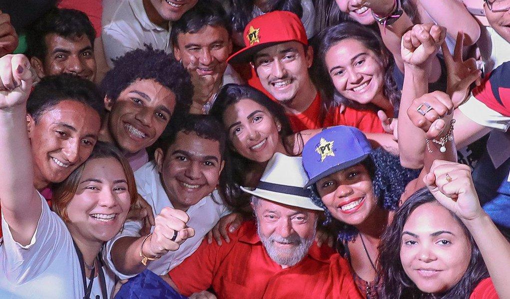 """""""Uma eleição não é uma disputa entre divindades, mas sim entre projetos de desenvolvimento. É isso, apenas isso, que explica o desempenho de Lula nas pesquisa – e não nenhum tipo de fanatismo religioso"""", diz o jornalista Leonardo Attuch, editor do 247, em artigo publicado na revista Nordeste;""""O argumento do ex-ministro serve apenas à construção de um mito: o de que os eleitores de Lula, líder em todas as pesquisas sobre sucessão presidencial, seriam cegos, fanáticos ou ignorantes"""""""