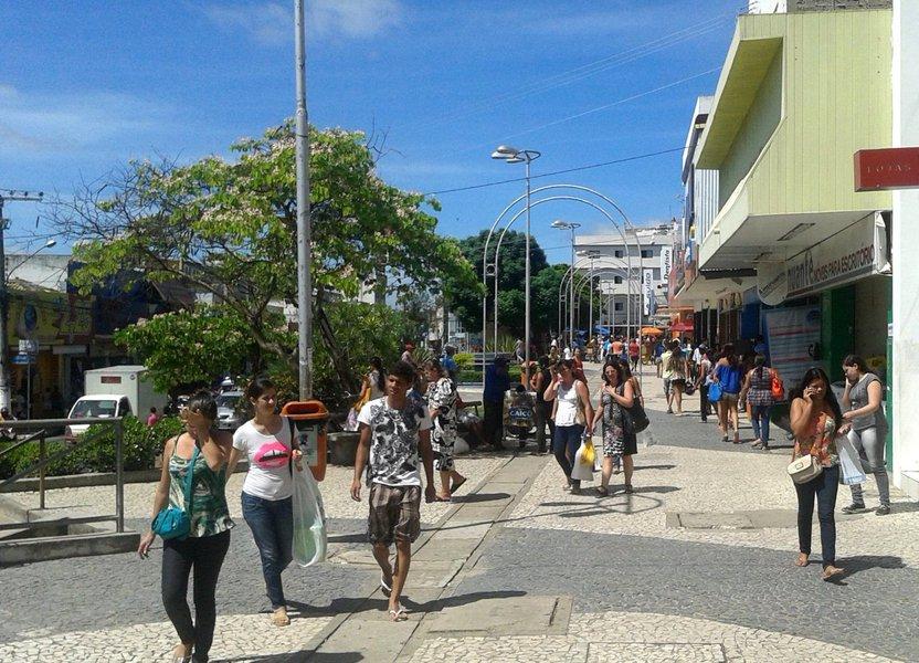 A menos de um ano para as eleições de 2018, Arapiraca, o município mais importante do interior de Alagoas, já tem pelo menos 11 candidatos a deputado, sendo que 9 pretendem disputar uma vaga na Assembleia Legislativa; com 135 mil eleitores, Arapiraca temquatrodeputados estaduais, mas não tem representante na Câmara Federal