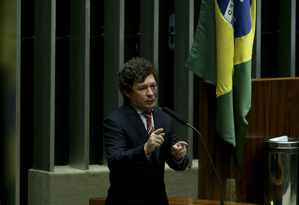 Brasília - Deputado Reginaldo Lopes (PT/MG) durante sessão de discussão do processo de impeachment de Dilma, no plenário da Câmara (Wilson Dias/Agência Brasil)