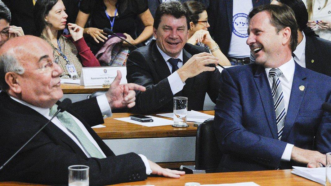 A convulsão entre o Supremo Tribunal Federal e o Senado provocada pela determinação do afastamento do senador Aécio Neves (PSDB), com recolhimento noturno, deveria ser a principal preocupação dos senadores Acir Gurgacz (PDT) e Ivo Cassol (PP) neste momento