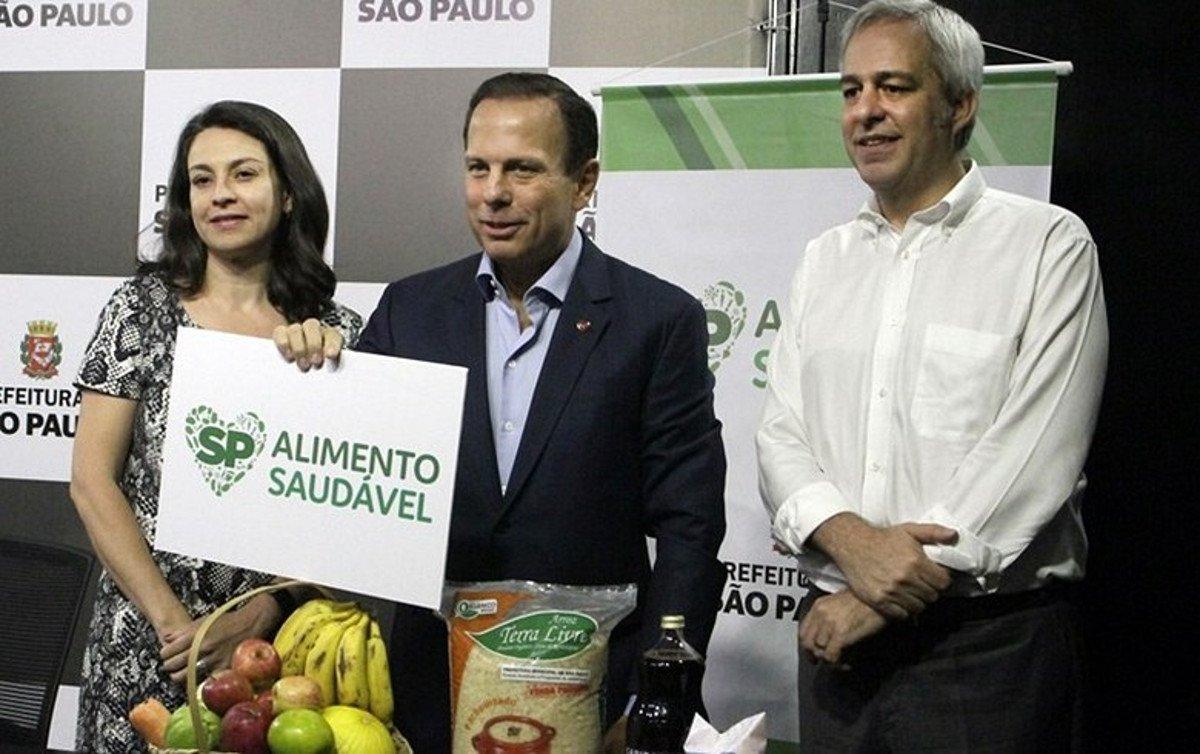 No último ano da gestão Haddad, foram firmados contratos de R$ 2,68 milhões para compra de arroz orgânico; Este ano, foram contratados somente R$ 205 mil para aquisição de bananas pela gestão João Doria (PSDB)