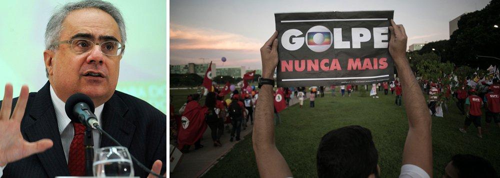 """""""Deve-se à Globo, mais do que a qualquer outro personagem, a entronização de uma quadrilha no poder e, com ela, as negociatas que campeiam a torto e a direito no Congresso, as ameaças sobre a Amazônia, o desastre final das contas públicas em função de uma política econômica irresponsável, da qual a Globo é a principal avalista"""", diz o jornalista Luis Nassif"""