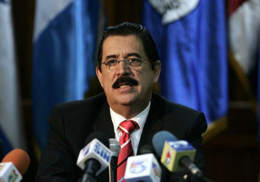 """""""Estamos em um estado de sítio, as pessoas nas ruas, há mortos, assassinados e o Departamento de Estado dos Estados Unidos não se pronuncia. Penso que eles endossam a fraude"""", diz Manuel Zelaya, alvo de um golpe em 2009, que abriu a nova onde de intervenções norte-americanas na América Latina"""
