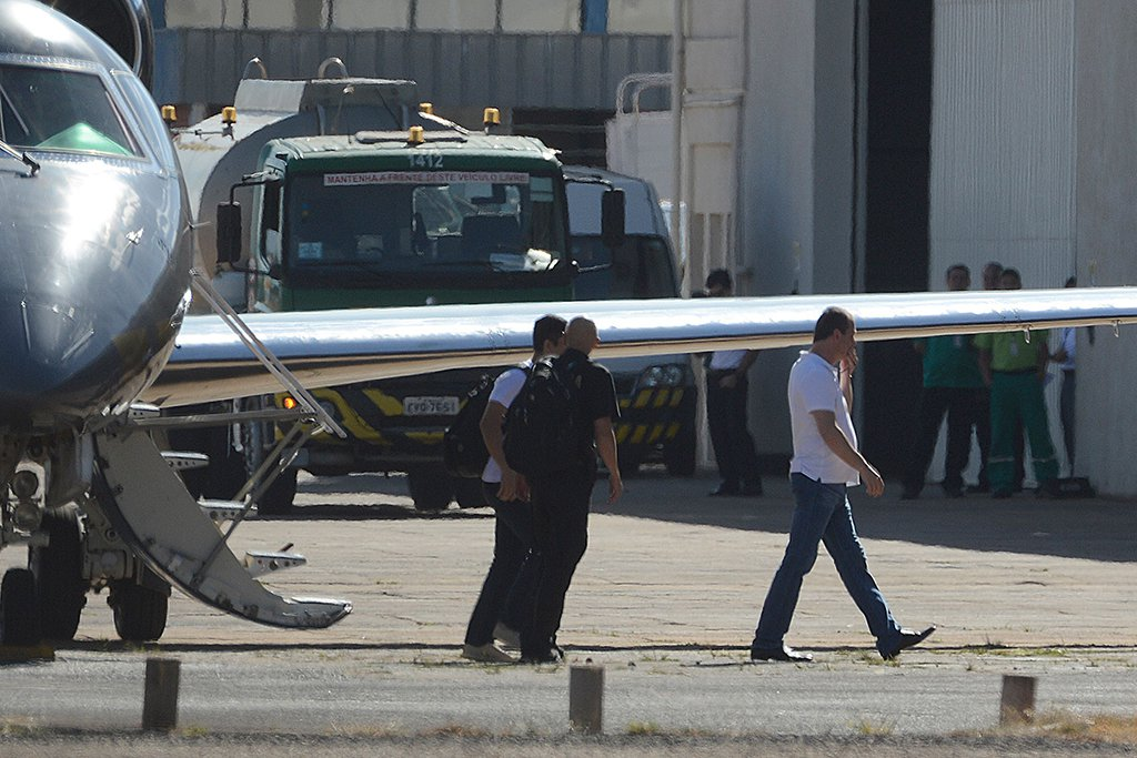 Brasília – O executivo do grupo J&F, Joesley Batista, desembarca em Brasília onde vai ficar preso na Polícia Federal (Valter Campanto/Agência Brasil)