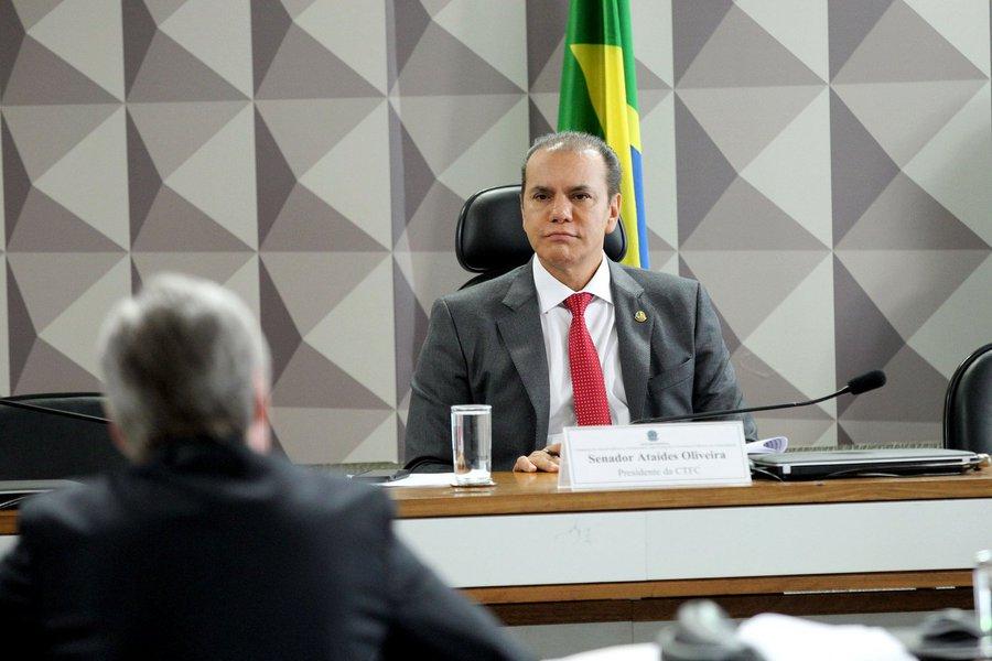 O Congresso Nacional instalou uma Comissão Parlamentar Mista de Inquérito para apurar irregularidades nas operações do BNDES envolvendo a JBS e também o acordo de delação premiada firmado entre o MPF e a empresa; os trabalhos serão presididos pelo senadorsenador Ataídes Oliveira (PSDB-TO) (foto) e o senador Ronaldo Caiado (DEM-GO) será o vice-presidente da comissão