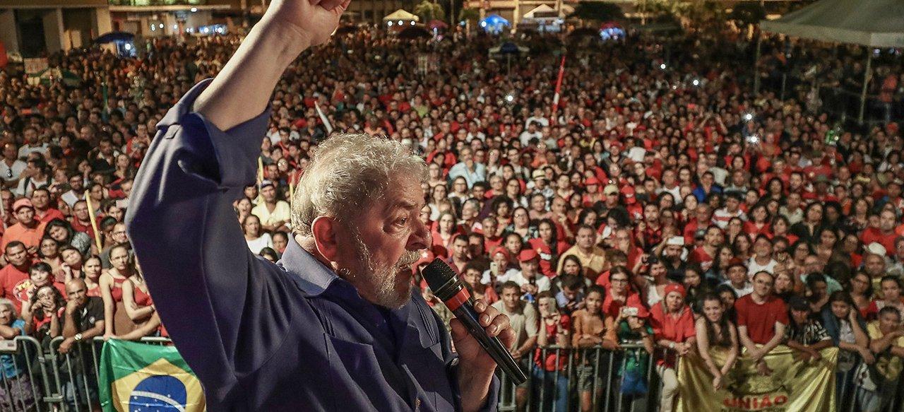 """""""Já tenho 20 horas gravadas de Jornal Nacional; dezenas de capas de revistas; já tenho dezenas, dezenas, centenas de páginas de jornais, entrevistas de rádio, e, até agora, nenhum canalha teve coragem de dizer que teve uma coisa errada na minha vida"""", disse o ex-presidente Lula, durante evento em João Pessoa (PB); que também bateu duro nos tucanos;""""Eles estão julgando não é o Lula, porque eles sabem quem pegou dinheiro. Os tucanos que eram super corretos, bastou um tiro de garrucha e caiu toda revoada de tucano"""""""