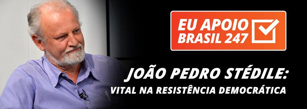 """O militante do MST João Pedro Stédile apoia a campanha de assinaturas solidárias do 247. """"O Brasil está vivendo uma grave crise política e econômica, manipulada pelos meios de comunicação, que são regiamente abastecidos com verbas públicas.Na nossa resistência democrática, nós precisamos valorizar, defender e estimular todo tipo de meios de comunicação populares.Por isso, peço também o seu apoio para ajudarmos a que o portal Brasil 247 continue vivo, resistente e nos abastecendo com informações que na grande imprensa você nunca vai encontrar"""", diz ele"""