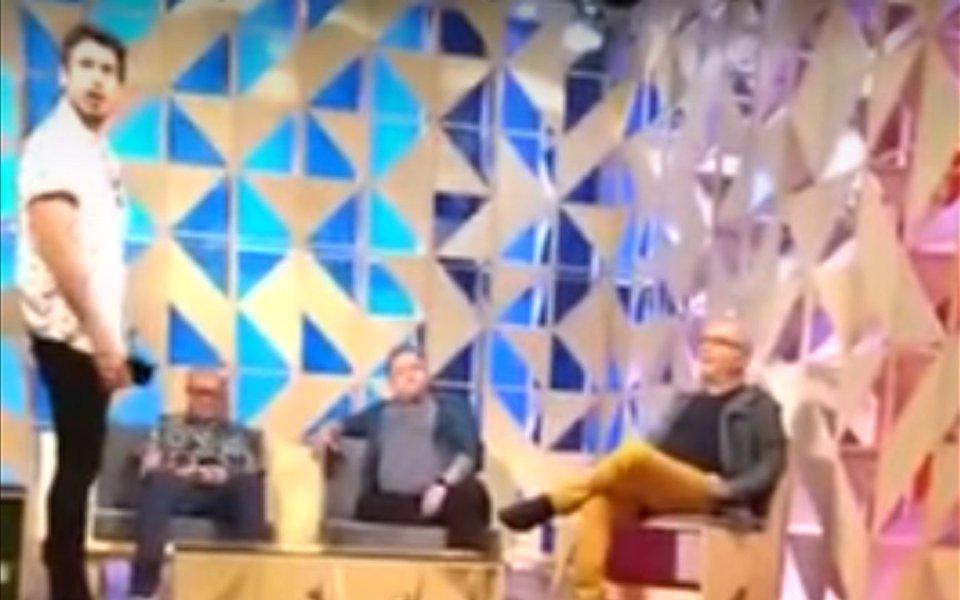 O ator João Vicente e o jornalista Marcelo Tas, que apresentam o programa Papo de Segunda, do canal GNT, foram protagonistas de uma briga homérica que vazou nas redes; leia reportagem da revista Fórum e confira o vídeo