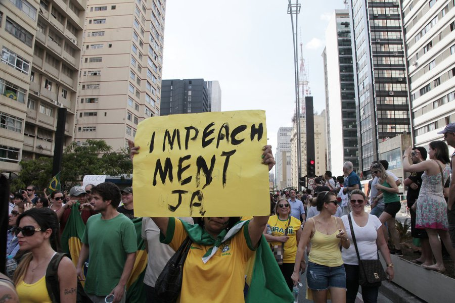 Onde estão os que embarcaram nos protestos a favor da deposição da presidenta eleita Dilma Rousseff? É cada vez maior o desmantelo econômico, social e moral que promovem os 'patriotas' da direita que não protestam nas ruas e sequer nas redes sociais