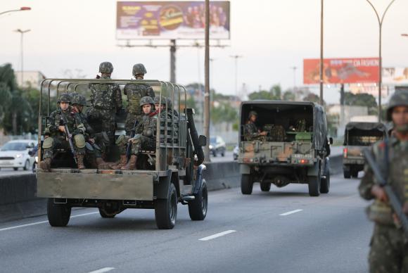 Cenário de caos não valida, contudo, que as Forças Armadas sejam chamadas a agir nas comunidades dos diversos morros do Rio de Janeiro sob argumento de uma guerra contra o tráfico, cuja tarefa ou missão de resolver tais demandas não é do Exército