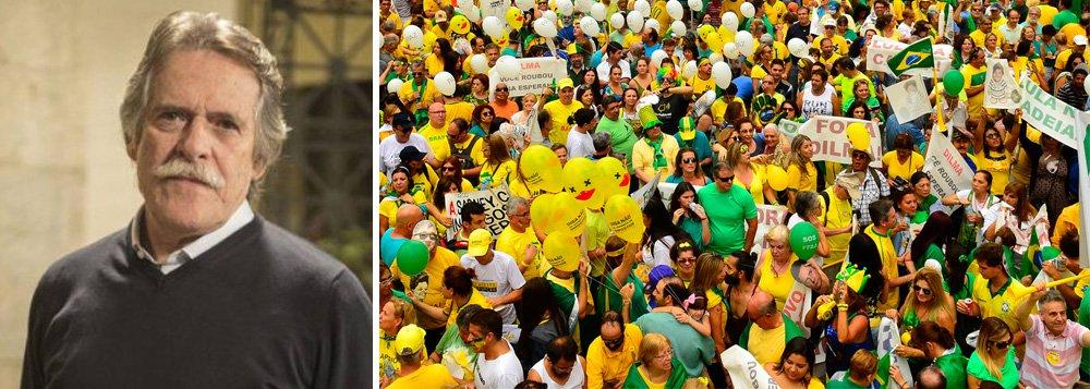 """""""Brasileiro é o único povo do mundo que vai pra rua, veste camisa e usa bandeira, para levar seu país às trevas. Econômica, moral e educacionalmente. Conseguiram trazer de volta a República das Bananas. E dormem em berço esplêndido aguardando a pobreza chegar..."""", criticou o ator José de Abreu no Twitter"""