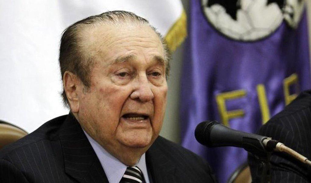 juiz de primeira instância do Paraguai autorizou nesta quinta-feira a extradição do ex-presidente da Confederação Sul-Americana de Futebol (Conmebol) Nicolás Leoz para os Estados Unidos, onde enfrenta acusações de subornos no âmbito de uma investigação de corrupção contra dirigentes de futebol