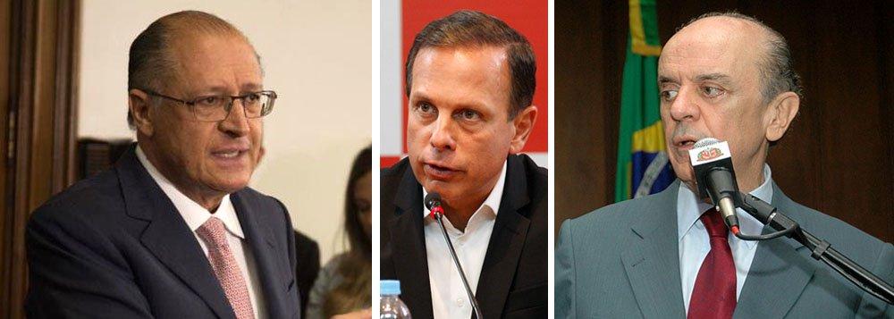 """O prefeito de São Paulo, João Doria, que era vendido como """"anti-Lula"""", já desistiu de concorrer à presidência da República; sua imagem foi ao chão com a traição ao governador Geraldo Alckmin, as viagens inúteis pelo País e a ração que ele pretendia oferecer aos pobres; o novo plano de Doria, agora, consiste em se reconciliar com Alckmin para tentar ser governador de São Paulo, em 2018; no entanto, mais uma vez, ele deve fracassar, uma vez que o senador José Serra (PSDB-SP) já articula sua candidatura com o apoio do presidente interino do PSDB, Alberto Goldman; ou seja: Doria terá mesmo que tentar ser prefeito de São Paulo – algo que ele parece abominar"""