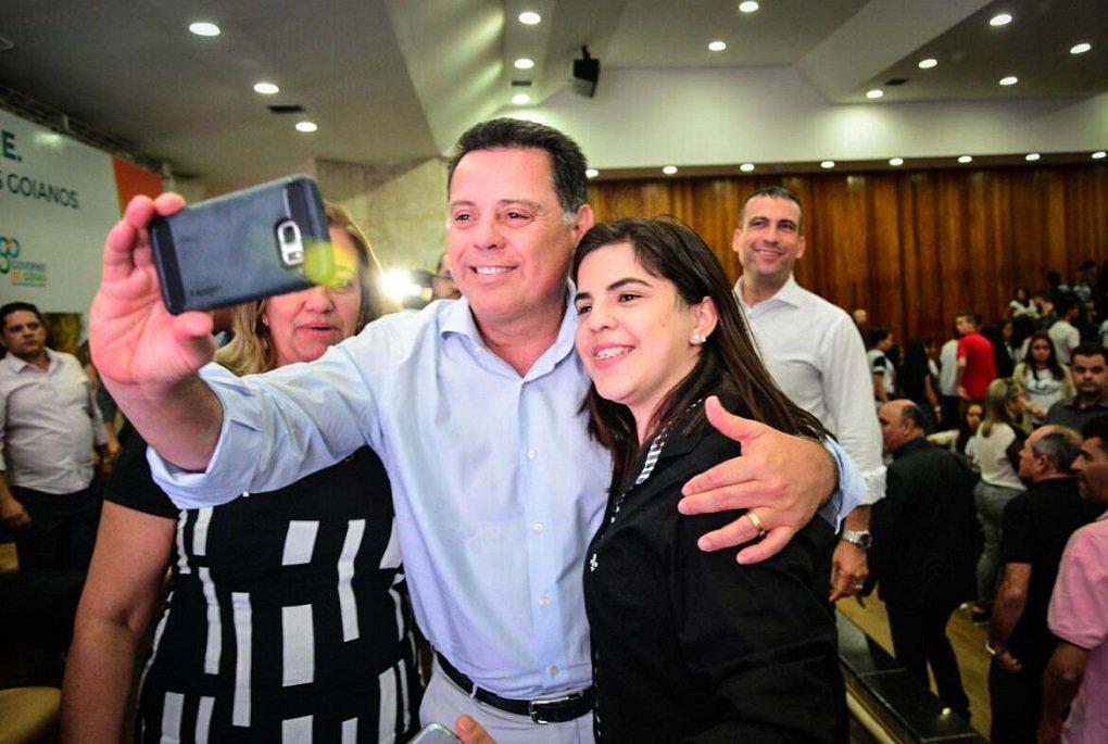 O Passe Livre Estudantil está em ampliação e o governador Marconi Perillo anunciou esta semana, em Anápolis, a implantação imediata do programa para o município e também para Rio Verde; previsão é que sejam realizados 15 mil cadastros, com estimativa de custo mensal de R$ 650 mil e de R$ 3,3 milhões até dezembro deste ano; já para Rio Verde, a previsão é de 10 mil cadastros, o equivalente à R$ 530 mil mensais (R$ 1,8 milhão até o fim do ano); programa beneficia cerca de 65 mil estudantes em Goiás