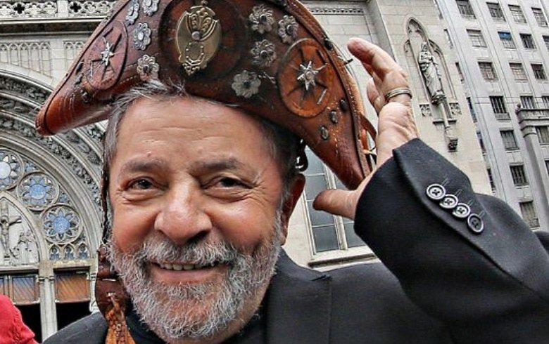 """Lula é necessário ao país, e sabe falar ao povo, conhece a língua do povo como ninguém e olhem que nem """"formado"""" é, como sempre acusaram e fizeram desdém os seus """"contrários"""", que apesar de terem frequentado as melhoras escolas e as melhores faculdades deste país, não passam de uma fraude social"""