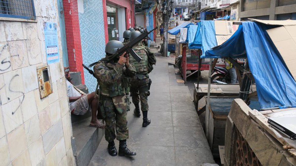 Rio de Janeiro - Militares fazem cerco à Rocinha após tiroteio entre traficantes e policiais (Vladimir Platonow/Agência Brasil)