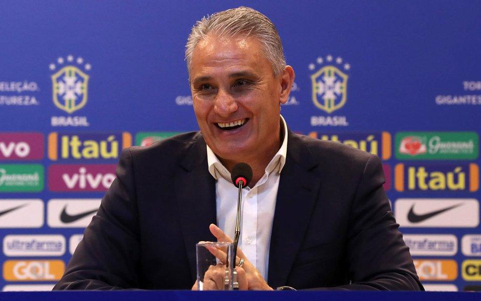 Com nove vitórias consecutivas no comando da seleção brasileira, o técnico Tite, na opinião de 81,1% das pessoas entrevistas pelo instituto, não deveria entrar para a política