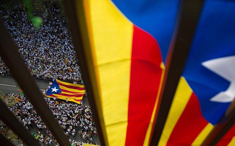 """""""O principal para a UE não é reconhecer o resultado da votação, é manter a calma no mercado econômico internacional, porque se a Catalunha decidiu não contribuir, se, por exemplo, ficarmos fora da UE, então a Espanha entrará em colapso economicamente e a UE sofrerá. É por isso que eles tentam manter a estabilidade e se acalmarem no mercado econômico"""", disse Erich Folch, diretor do Partido da Solidariedade da Catalunha"""