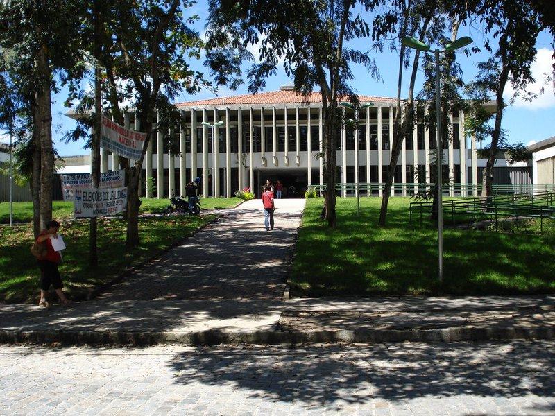 Encontro entre dirigentes da Universidade Federal de Alagoas (Ufal) e membros da bancada federal serviu para que fosse apresentada a situação orçamentária da instituição; também foi pedido apoio na liberação de recursos, por meio de emendas parlamentares, para investimento em obras na universidade