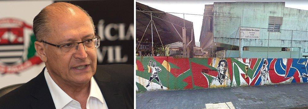 """Depois de fechar de 7 mil salas de aula em todo o estado desde 2015, o governador Geraldo Alckmin (PSDB) pretende retomar seu projeto de reorganização da rede estadual, com fechamento de escolas; só na Baixada Santista serão quatro unidades; segundo a Apeoesp, outras duas escolas podem ser fechadas na região: a Escola Estadual Rene Rodrigues de Moraes e a Jardim Primavera, ambas no Guarujá;""""Em todas as regiões do estado surgem notícias de ameaça de fechamento de escolas. Não vamos permitir"""", dizpresidenta da Apeoesp, Maria Izabel Noronha"""