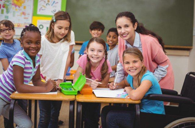 A inclusão escolar é parte de um projeto de sociedade inclusiva. Desde 2003, os governos petistas assumiram o compromisso com a construção de um sistema educacional inclusivo, da creche à educação superior