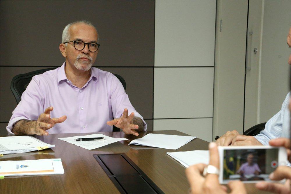 A Prefeitura de Aracaju enviou o projeto do Plano Plurianual (PPA) 2018-2021 para a Câmara de Vereadores; cumprindo o prazo estabelecido na legislação, o prefeito Edvaldo Nogueira assinou a versão final da proposta, que agora será alvo da análise e da votação do parlamento municipal; o PPA, de acordo com o gestor municipal, é o resultado dos estudos realizados pela atual gestão na elaboração do Planejamento Estratégico da capital