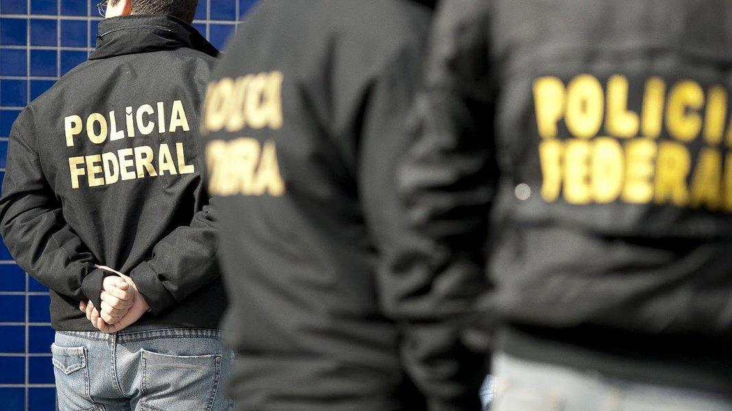 """A Polícia Federal (PF), em conjunto com a Força Tarefa da SSP/BA, deflagrou uma operação para coibir crimes de lavagem de dinheiro decorrente do tráfico de drogas praticado pelo líder da facção Bonde do Maluco,identificado como """"Marreno"""", morto em confronto com policiais em agosto deste ano; ele residia em uma casa de """"alto padrão"""" em Maceió; e na manhã desta terça-feira (26) a polícia cumpriu mandados de busca e apreensão em Maceió"""