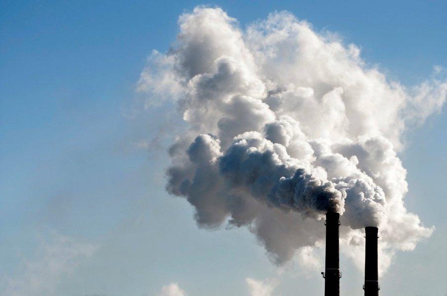É relevante observar que em 1990 a emissão de dióxido de carbono era de 1,4 bilhão de toneladas. Em 2005, passou para 2,1 bilhões. Há o compromisso de governo em reduzir para 1,5 até 2025 e chegar a 1,4 em 2040, demonstrando o comprometimento do País com a redução de suas emissões de GEE