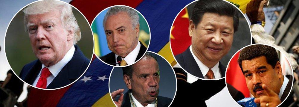 """Depois que o presidente dos Estados Unidos, Donald Trump, ameaçou atacar a Venezuela, valendo-se da covardia do Itamaraty, que decidiu subordinar a política externa brasileira a interesses norte-americanos, a China reagiu; o Ministério de Assuntos Exteriores declarou que as relações bilaterais deve manter """"sempre o princípio de não interferir nos assuntos internos de outros países""""; """"Todos os países devem conduzir suas relações bilaterais sobre a base da igualdade, do respeito mútuo e da não ingerência nos solta assuntos internos de outros países"""", destacou em coletiva de imprensa o porta-voz do ministério Hua Chunying"""