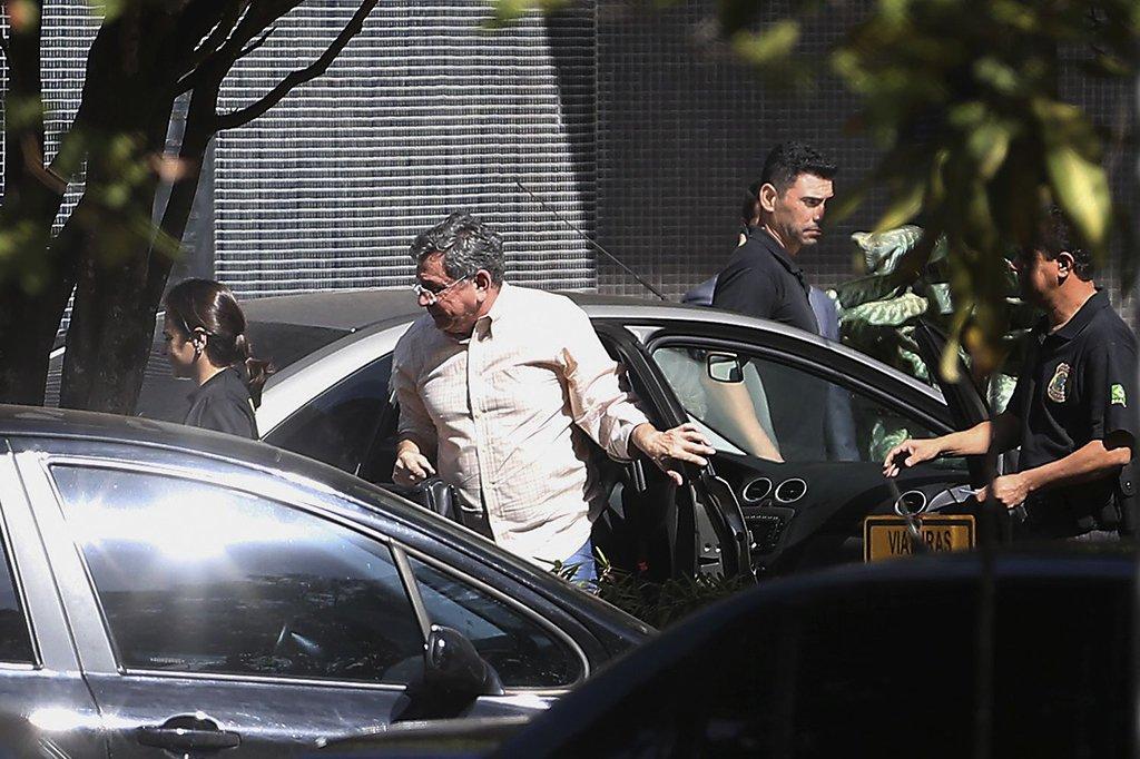 Brasília - O ex- vice governador do DF, Tadeu Filippelli, chega a superintendência da Polícia Federal preso na Operação Panatenaico (José Cruz/Agência Brasil)