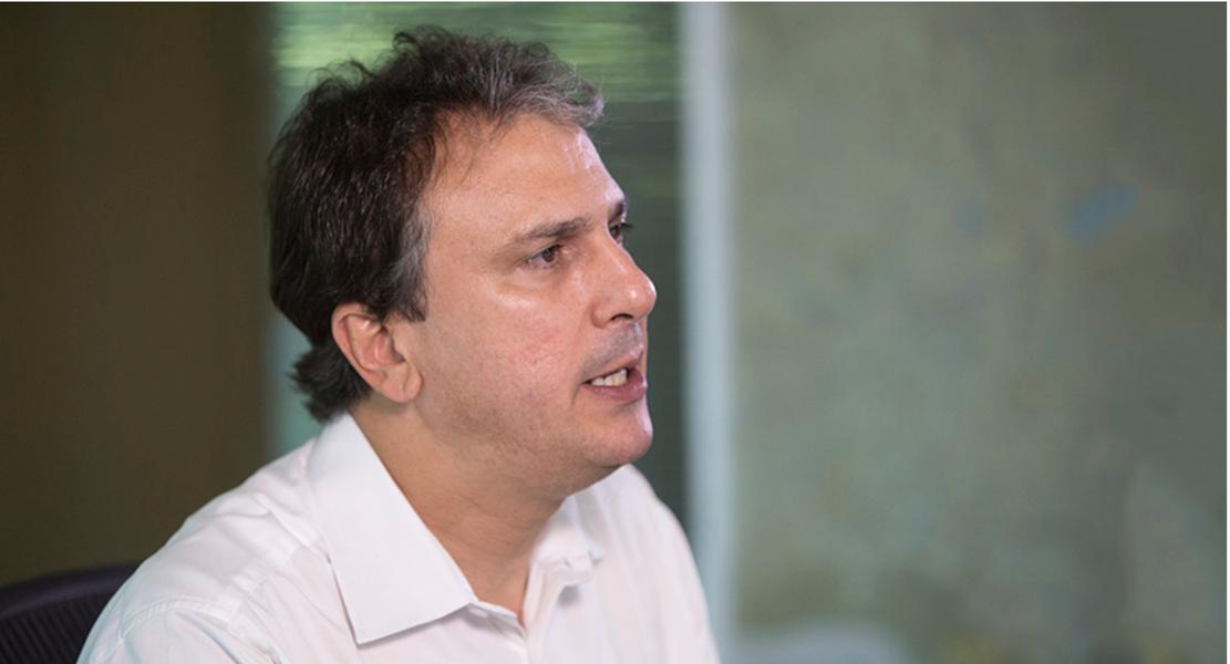 O governador Camilo Santana (PT) disse, nesta segunda-feira (23), que as águas do Rio São Francisco devem chegar ao Ceará em janeiro do próximo ano. De acordo com ele, a empresa responsável pela obra estabeleça três turnos de trabalho para acelerar os 20 Km restantes entre Salgueiro (PE) e Jati (CE)
