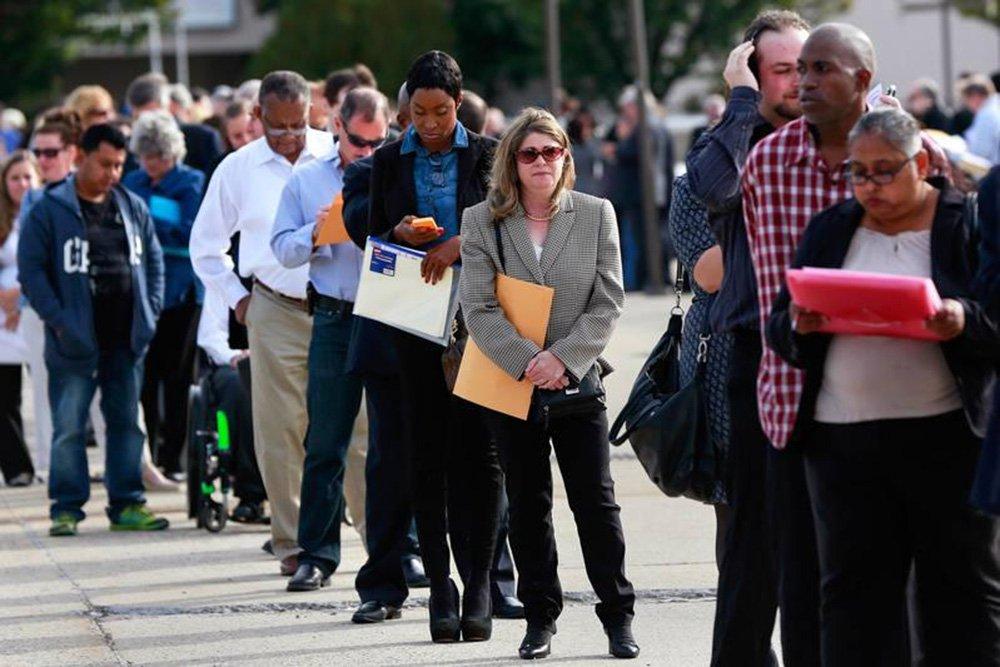 A taxa de desemprego caiu para perto da mínima de 17 anos de 4,1 por cento porque as pessoas deixaram a força de trabalho. Ainda assim, os dados provavelmente farão pouco para mudar as expectativas de que o Federal Reserve elevará a taxa de juros em dezembro