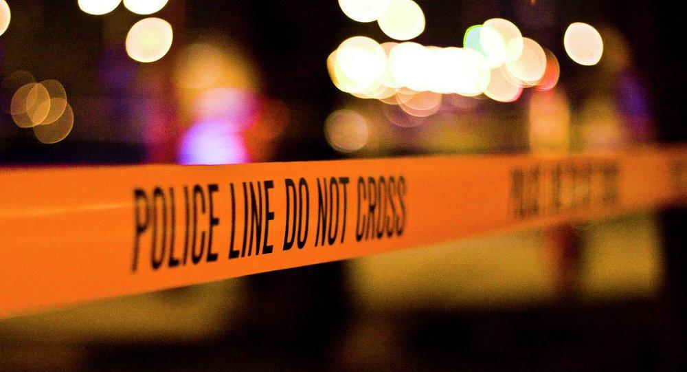 Pelo menos seis pessoas ficaram feridas após serem atingidas por um veículo no estacionamento de um condomínio, no Minnesota, nos Estados Unidos; ocrime aconteceu na manhã deste domingo, na cidade de Mankato; o motorista, um jovem de 21 anos, conseguiu fugir do local após o incidente; no entanto, mais tarde, acabou sendo detido pela polícia; segundo as autoridades, o atropelamento foi intencional