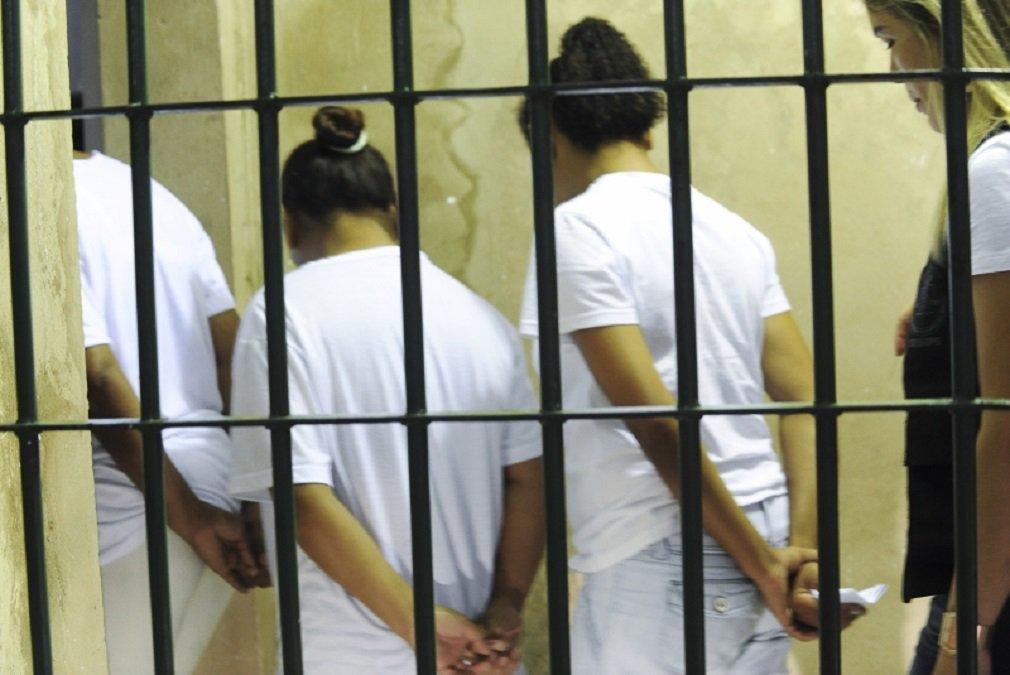 A população carcerária feminina cresceu 698% no Brasil, segundo dados mais recentes do Departamento Penitenciário Nacional (Depen), órgão do Ministério da Justiça; no ano 2000, havia 5.601 mulheres cumprindo medidas de privação de liberdade; em 2016, o número saltou para 44.721; apenas em dois anos, entre dezembro de 2014 e dezembro de 2016, houve aumento de 19,6%, subindo de 37.380 para 44.721