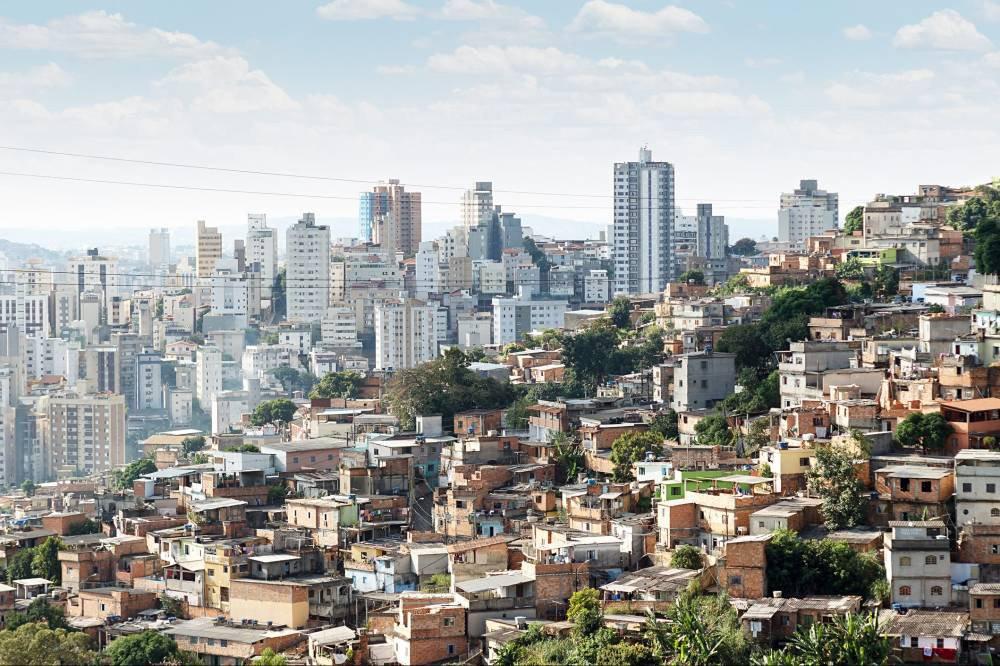 """Jornalista Fernando Brito comenta o levantamento publicado pela Oxfam sobre a distribuição de renda no Brasil; """"Traduzindo de maneira mais chocante:10 milhões de brasileiros têm a mesma renda que 195 milhões. E nem para aí para a comparação: os 500 mil mais ricos, naquele grupo reúnem uma riqueza bem maior que 160 milhões de pessoas. Ou seja, cada um deles """"vale"""" 320 brasileiros, ou oito ônibus lotados"""", diz Brito"""