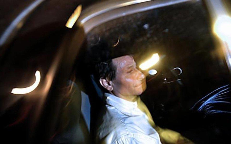 Ministro das Relações Exteriores da Itália, Angelino Alfano, afirmou que seu país está trabalhando com o governo brasileiro para conseguir a extradição de Cesare Battisti, detido pela PF perto da fronteira com a Bolívia; Alfano disse que se reuniu com o embaixador italiano no Brasil, Antonio Bernardini, para estudar o que fazer para conseguir a extradição de Battisti, que vive refugiado no país e teve sua extradição negada pelo governo brasileiro anteriormente