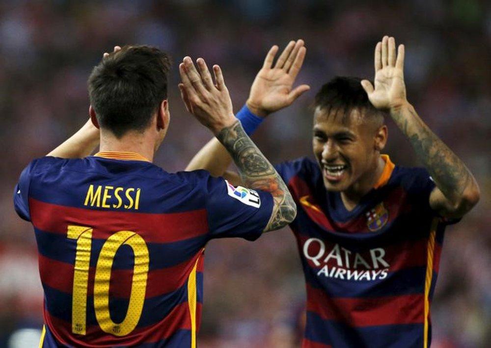 Messi e Neymar comemoram gol do Barcelona contra o Atlético de Madri. 12/09/2016 REUTERS/Javier Barbancho