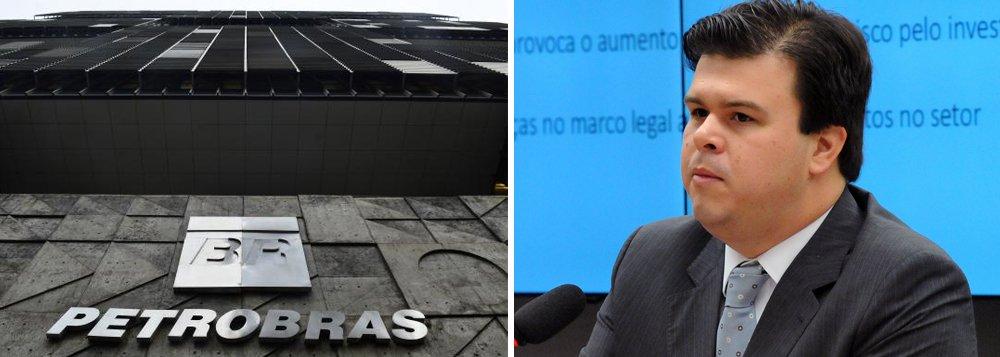 """Responsável pela proposta de privatização da Eletrobrás, pela entrega do pré-sal e pela tentativa frustrada de concessão de uma reserva ambiental na Amazônia a mineradoras canadenses, o ministro Fernando Coelho, de Minas e Energia, já fala até em privatizar a Petrobras; """"é um caminho"""", afirmou; Fernando Coelho é filho do senador Fernando Bezerra, um dos principais investigados na Lava Jato, e tenta vender a toque de caixa o que ainda existe de riqueza e soberania no Brasil; horas depois de sua fala, o ministro recuou e disse queo assunto estaria """"fora de cogitação"""""""