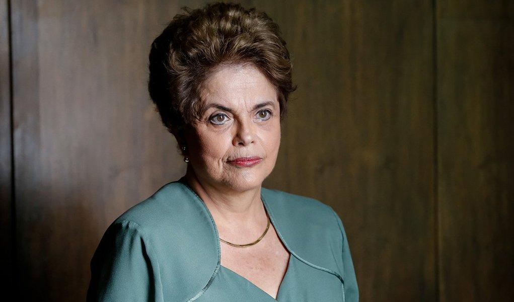 A Polícia Federal concluiu e encaminhou ao Supremo Tribunal Federal seu relatório sobre a acusação de que a presidente Dilma Rousseff teria tentado obstruir a Lava Jato, ao nomear o ministro do STJ Marcelo Navarro; o caso surgiu na delação do ex-senador Delcídio Amaral, que foi instrumentalizada pelo PSDB para que Dilma fosse derrubada; a conclusão da PF: não há provas e Dilma é inocente; agora, no entanto, Inês é morta – aliás, a democracia é morta