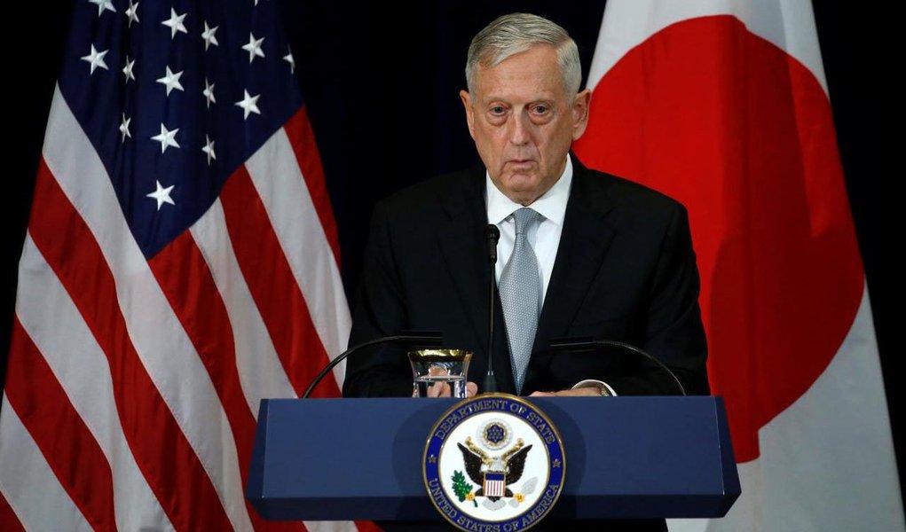 """Secretário de Defesa dos Estados Unidos, James Mattis, afirmou que Washington """"não tem como objetivo começar uma guerra"""" com a Coreia do Norte, mas iniciar um processo para conseguir a """"completa desnuclearização"""" da península coreana; """"Como deixou claro o secretário de Estado [Rex Tillerson], nosso objetivo não é a guerra, mas a completa, verificável e irreversível desnuclearização da península coreana"""", disse"""