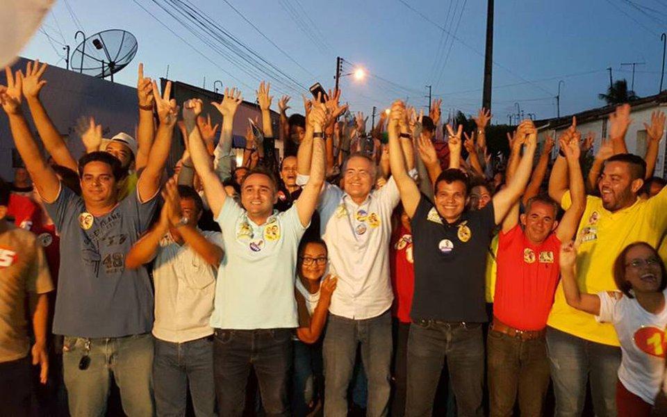 De acordo com levantamento realizado pelo Instituto de Pesquisas Ibrape em todos os bairros e povoados de Arapiraca – o segundo maior colégio eleitoral de Alagoas, o senador Renan Calheiros (PMDB-AL) lidera a disputa; em um cenário com cinco candidatos, ele aparece com 35%; pesquisa foi realizada entre os dias 23 e 24 setembro, foram ouvidos 800 eleitores de 16 anos ou mais; intervalo de confiança é de 95% e a margem de erro é de 3 pontos percentuais, para mais ou para menos