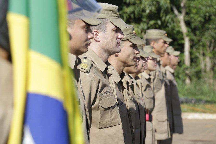 O governador Marconi Perillo assinou o decreto de nomeação dos aprovados no último concurso do Corpo de Bombeiros Militar do Estado de Goiás (CBMGO); o decreto de nomeação foi assinado e serão convocados 250 novos soldados e 20 cadetes; em breve será divulgado o cronograma completo para a inclusão e a matrícula nos cursos de formação