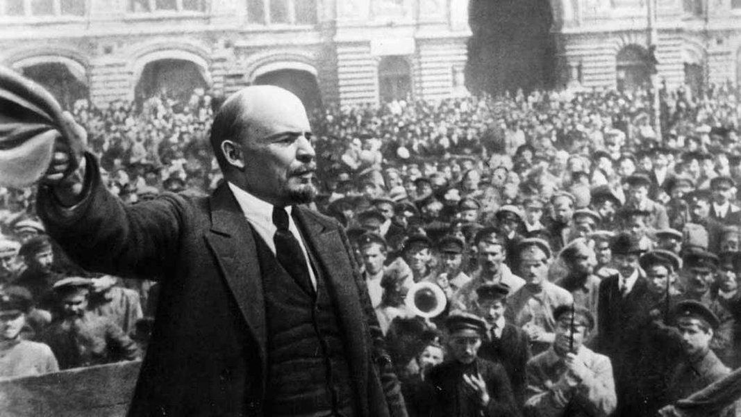Já se passaram cem anos, e o mundo mudou muito nesse tempo. Do ponto de vista tecnológico parece uma eternidade! Mas será que mudou tanto assim naqueles aspectos contra os quais se fez a Revolução Russa, em Outubro de 1917?