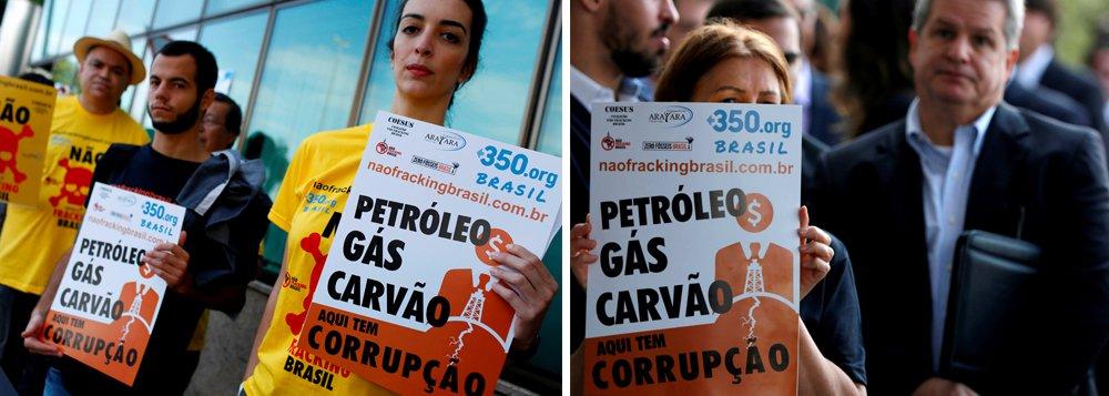 A Agência Nacional do Petróleo, Gás Natural e Biocombustíveis (ANP) retomou, hoje de manhã, os leilões de áreas para a exploração e produção de petróleo e gás natural, com a realização da 14ª Rodada de licitações; entre os 287 blocos desta rodada, a ANP oferece dez na Bacia de Campos, dos quais seis localizados total ou parcialmente no litoral do estado do Rio; grupos protestam contra os leilões