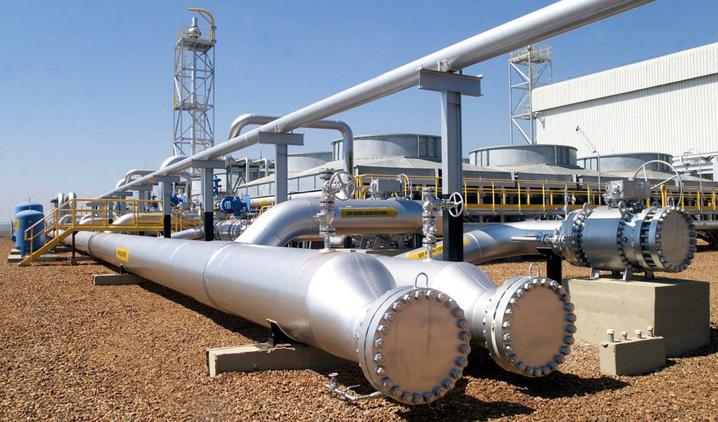 Petrobras anunciou, nesta terça-feira (15), que aumentará em 7,2% os preços de comercialização às distribuidoras do gás liquefeito de petróleo (GLP) destinado aos usos industrial e comercial. O aumento começará a valer a partir desta quarta-feira (16); de acordo com a companhia, o preço do GLP destinado ao uso residencial, comercializado pelas distribuidoras em botijões de até 13 quilos (kg), não foi reajustado; Petrobras justificou o aumento pela variação das cotações do produto nos mercados internacionais desde a última revisão de preços