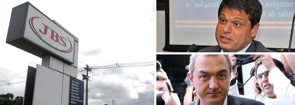 A 10ª Vara Federal em Brasília decidiu suspender o acordo de leniência da J&F nesta segunda-feira (11); O juiz Vallisney de Oliveira sustou a homologação por conta da possibilidade de anulação do acordo de delação premiada do empresário Joesley Batista; firmado em agosto, o acordo prevê o pagamento de R$ 10,3 bilhões em ressarcimento pelo esquema de corrupção envolvendo o pagamento de propinas a agentes públicos