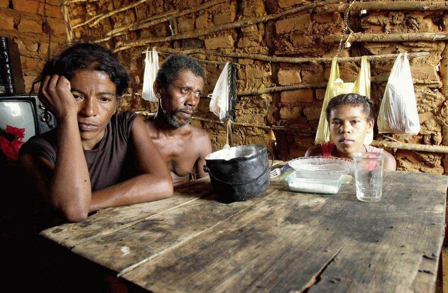 Níveis da fome em todo o mundo aumentaram pela primeira vez em mais de uma década e hoje afetam 11% da população global, um desdobramento de conflitos, a mudança climática e os problemas econômicos, disseram agências da Organização das Nações Unidas (ONU); no ano passado 815 milhões de pessoas passaram fome, 38 milhões a mais do que em 2015