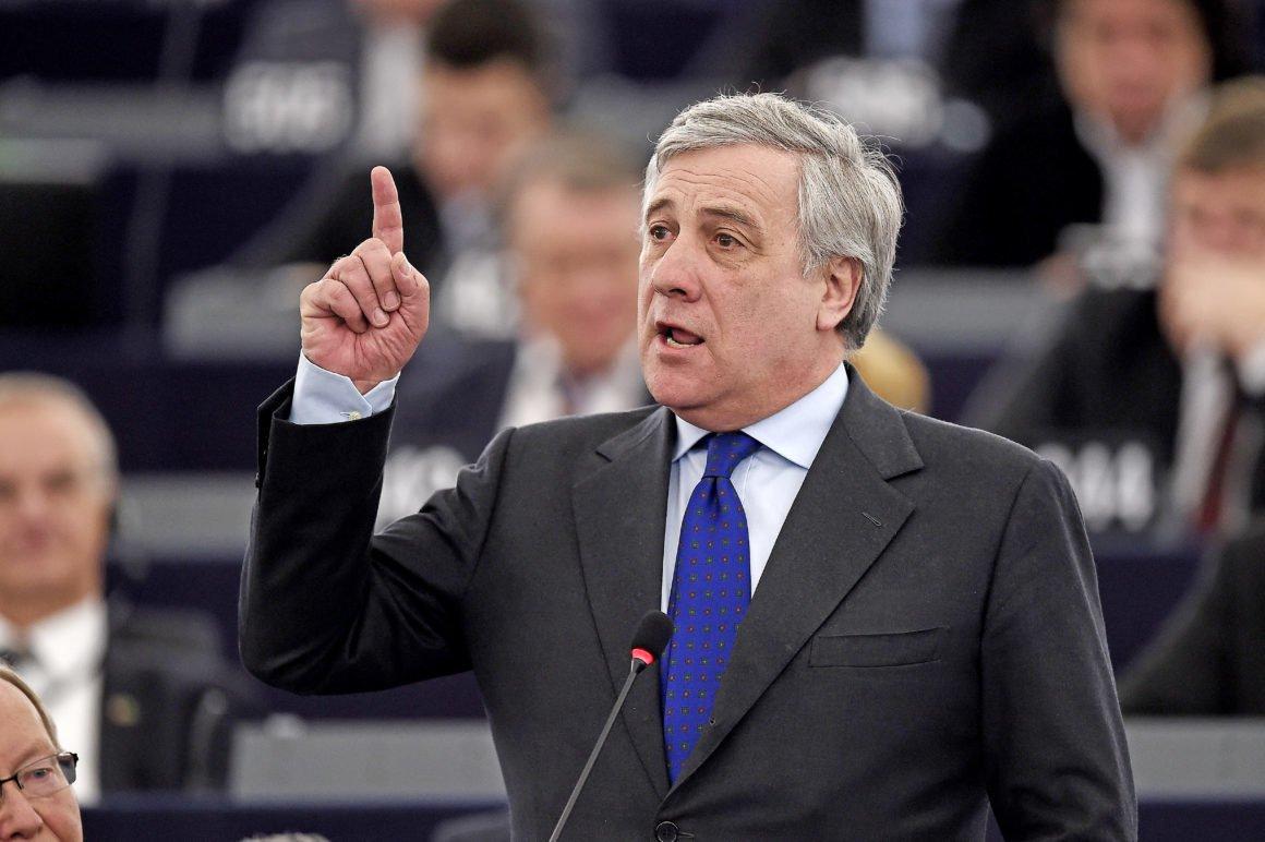 """O presidente do Parlamento Europeu, Antonio Tajani, afirmou neste sábado (28) que """"ninguém reconhece, nem reconhecerá, a Catalunha como um estado independente"""" e que, para a União Europeia (UE), """"não existe, nem existirá, outro interlocutor (relativo à região da Catalunha) que não seja o Reino da Espanha""""; """"O referendo de 1º de outubro era ilegal, como o era a decisão do parlamento regional. O Estado de Direito deve ser restaurado"""", disse Tajani"""